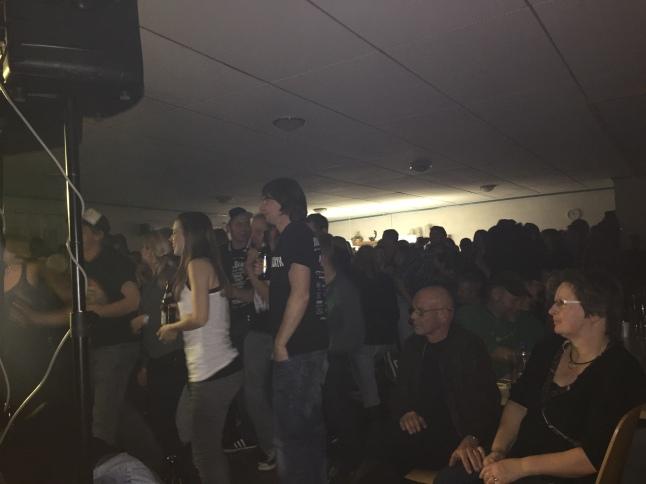 viel publikum, feiernd