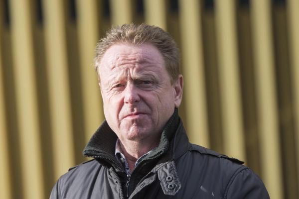 FCL-Sportchef Rolf Fringer beim Trainingsstart des FC Luzern nach der Winterpause, am Montag 4. Januar 2016 auf der Allmend in Luzern.  (KEYSTONE/Urs Flueeler)